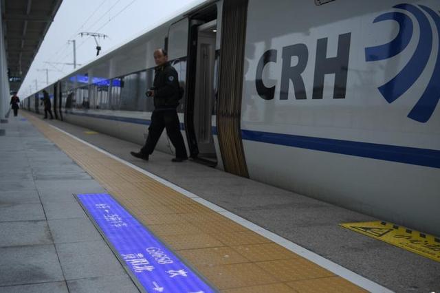 成渝高铁春节日均发送旅客达8万人次以上 创新高