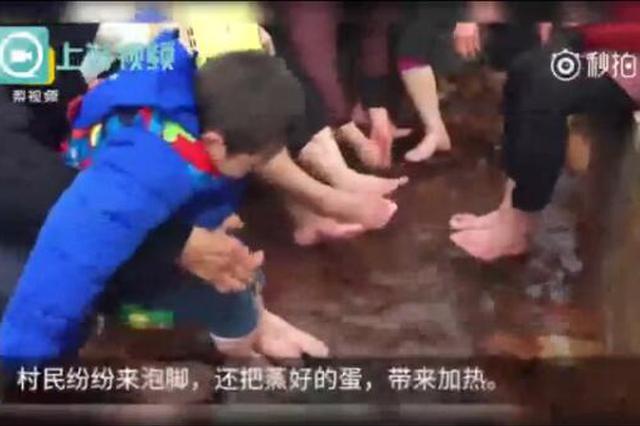 南川一村庄出现露天温泉水温达60℃ 村民纷纷来泡脚