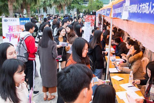两江新区举行3场大规模招聘会 6000余岗位等你来