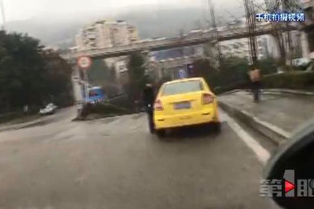 为报复市民 重庆两出租车疯狂驾驶!警方已介入调查