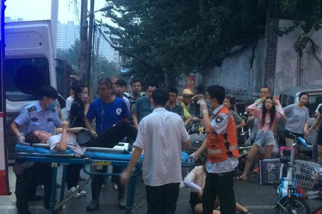 重庆:女子过马路 被外卖小哥撞断三根肋骨