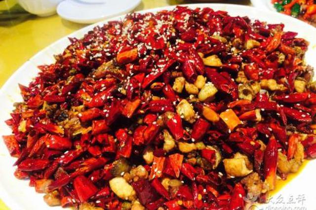 重庆山中藏美食 一边爬山一边吃