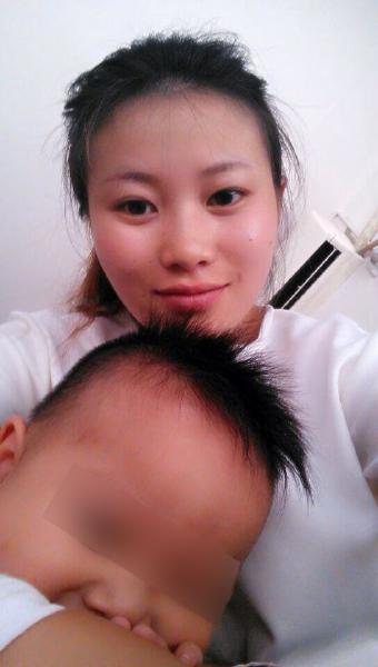 李某生前与儿子的合照。(家属供图)