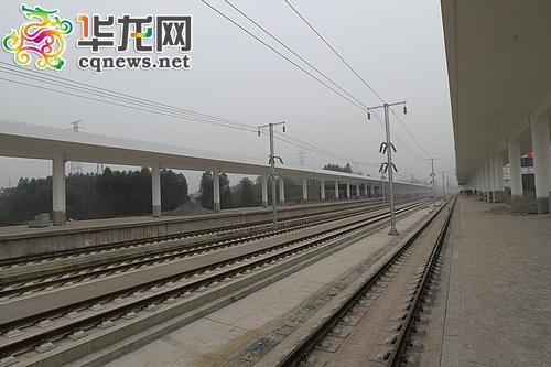 站台基本搭建完成,正在装修中。记者 蒋霞曦 摄