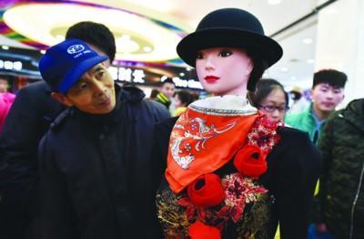 合肥智能机器人商场做导购 声音甜美像林志玲(图)