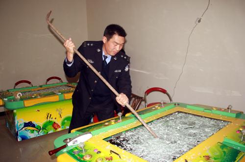 孝昌警方捣毁4家地下赌博游戏厅 销毁游戏机1