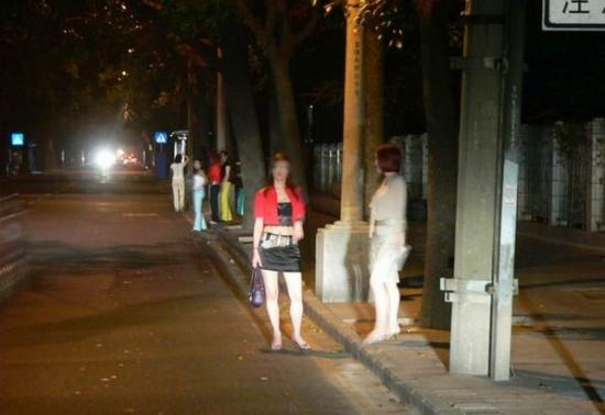 陈村路常遇衣着暴露站街女搭讪 合肥市民无奈