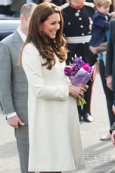 凯特王妃大肚街拍 穿衣照样优雅时尚