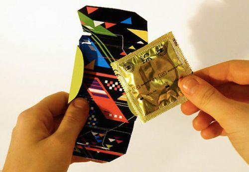 避孕套手绘pop海报