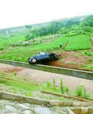 图为车祸现场。