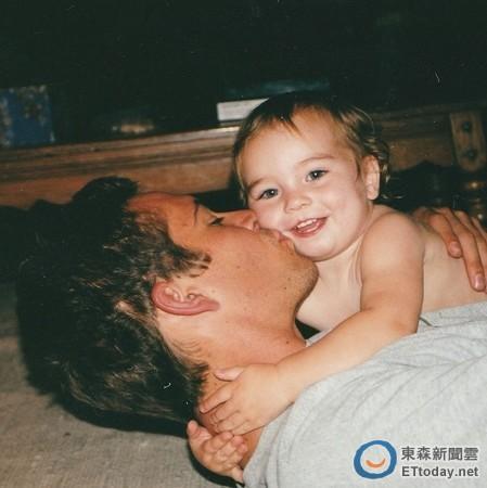 保罗·沃克女儿晒儿时与父亲合照网友唏嘘(图)