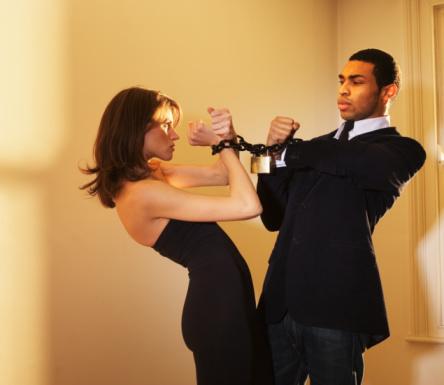 婚恋心理:粘男人做3件事你铁定被甩图