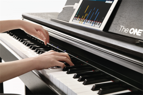 The One 这个钢琴能教你弹钢琴
