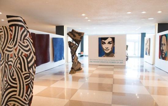 鞏俐畫像聯合國展出 與奧黛麗赫本同入選