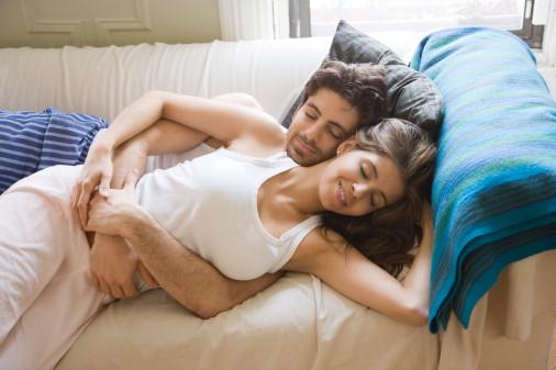 情侣9个睡姿显露爱情真相