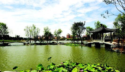 图为:武汉园博园里展露西湖美景 (记者万多 实习生王向婕摄)