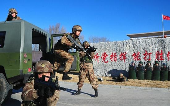 北京军区某团开展冬季训练