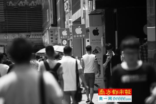深圳华强北的大多苹果授权店、体验店、维修店等,其实并未获得苹果官方授权。南都记者 陈文才 摄