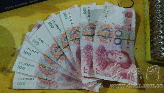 福州一店主一天内收到8张百元假钞 5张编号一致