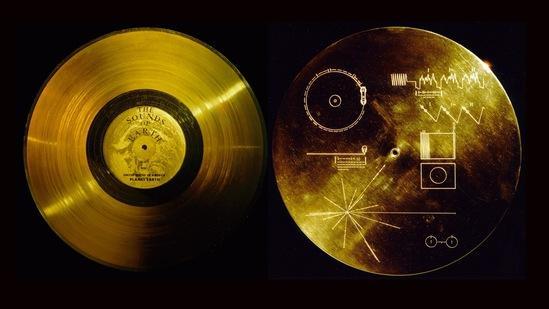 旅行者1号携带的两张金盘,用于向外星人介绍地球的信息