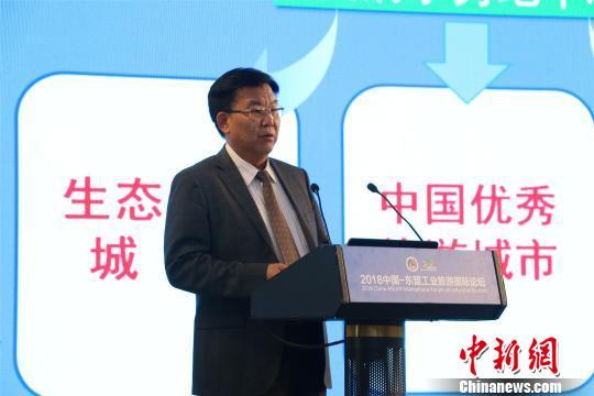 广西壮族自治区旅游发展委员会主任甘霖发表讲话。 林馨 摄