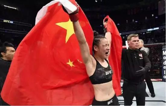 从北漂一族到世界格斗冠军,张伟丽:用行动给孩子做好榜样!