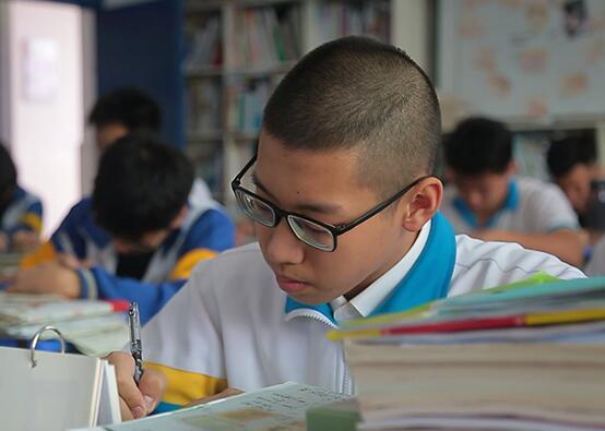 """对话""""中国最美高三学生""""黄靖洋"""