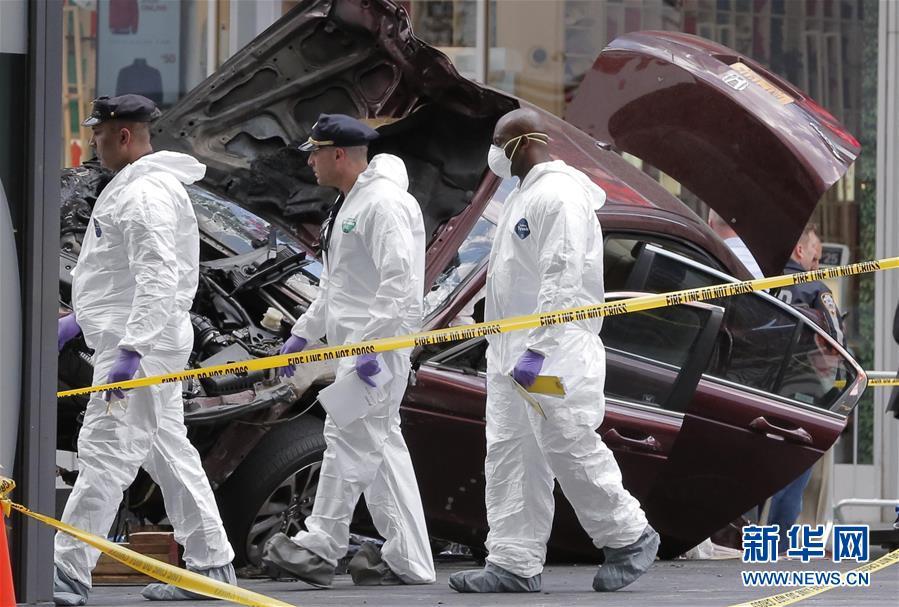 美国纽约时报广场18日发生汽车冲撞行人事件,造成1人死亡、22人图片