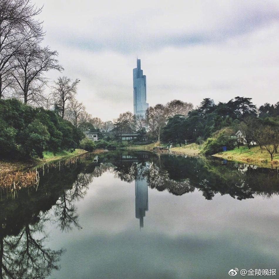 .昨天,他作为VSCO摄影师,在南京apple store的一次光影漫步活