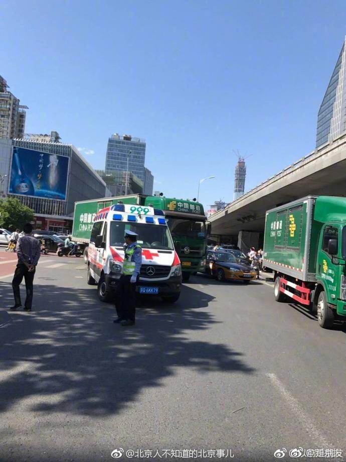 北京朝阳区双井桥发生车祸 一名男子死亡