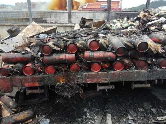 一车货被烧光 才知道车里载着200个灭火器