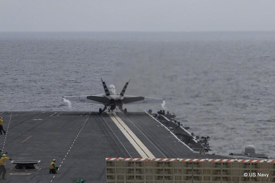 """7月22日,""""福特""""号航母正式加入美国海军了.刚刚服役6天的""""福特图片"""