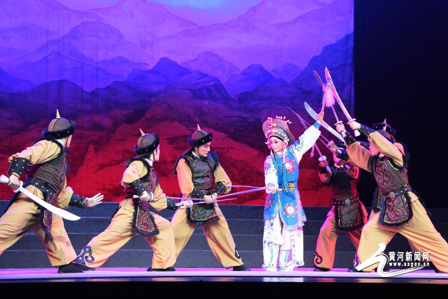 古装晋剧《木兰从军》在太原市青年宫演艺中心上演.该剧讲述的是