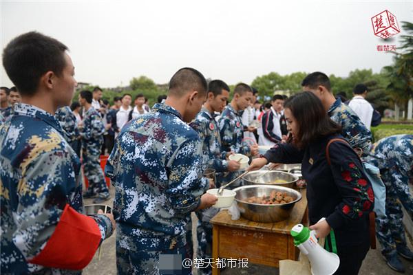 胡锡进:一名中国士兵被印方扣留