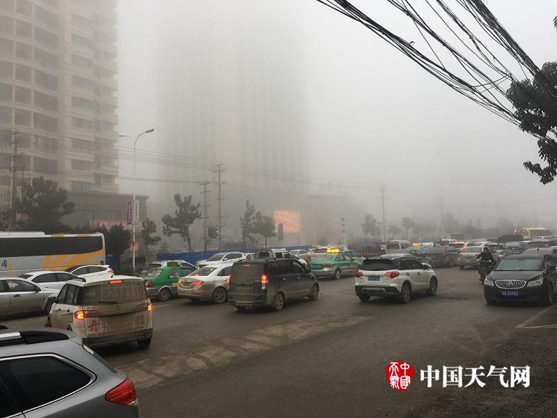 庐山现入冬首场瀑布云