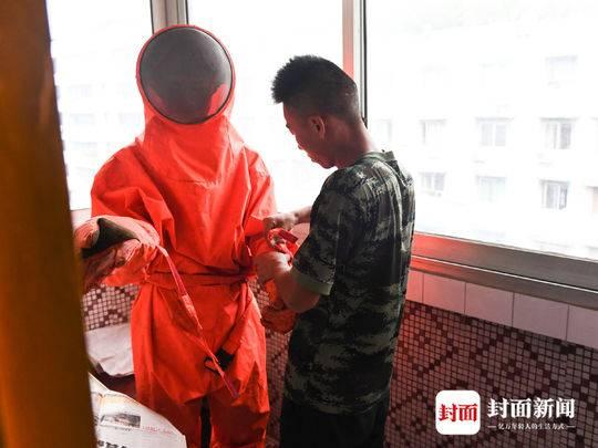 英国驻重庆总领事:收到中国外交部发言人点赞 将更努力工作