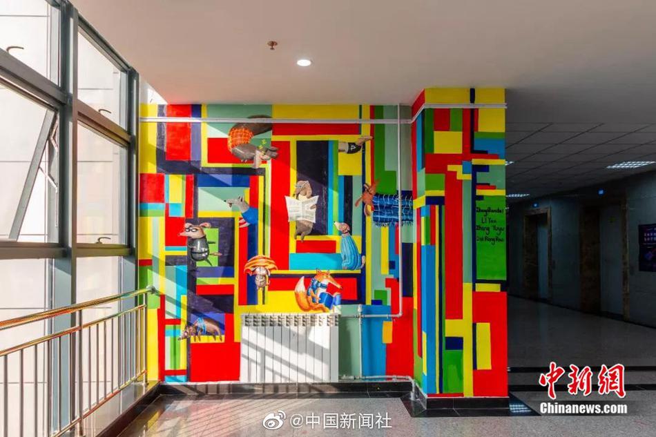 超酷炫墙绘现身西大 这样的教学楼也太好看了