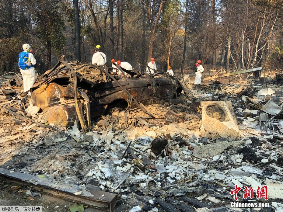 美国加州山火肆虐燃烧面积已超25万英亩
