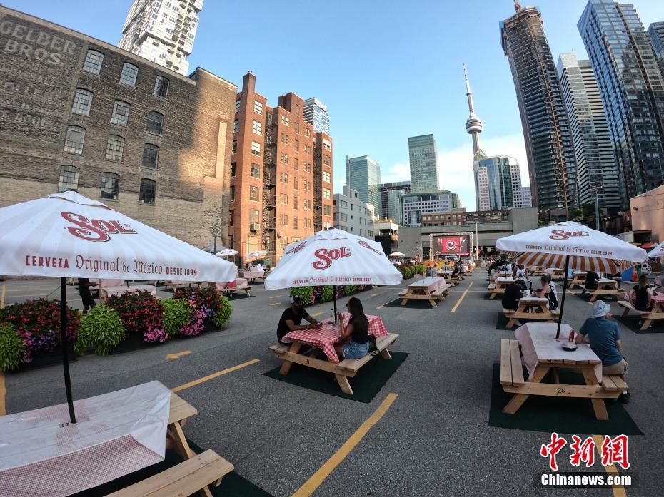 """加拿大""""网红""""露天餐吧竟然是停车场?"""
