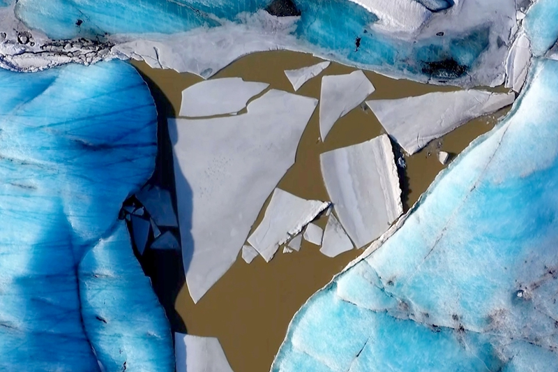 俯瞰冰岛瓦特纳冰原 感受绝美的冰雪世外桃源