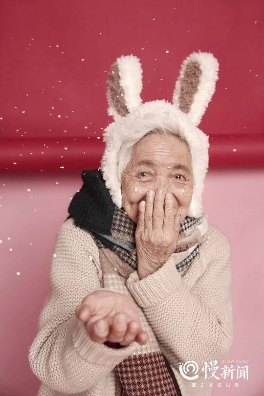 87岁少女系写真 孙女带87岁外婆拍少女系写真