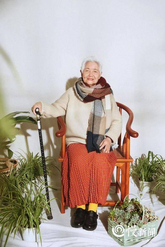 87岁少女系写真 孙女带87岁外婆拍少女系写真 热点 热图2