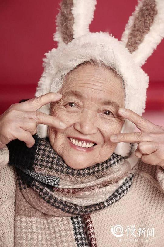 87岁少女系写真 孙女带87岁外婆拍少女系写真 热点 热图3