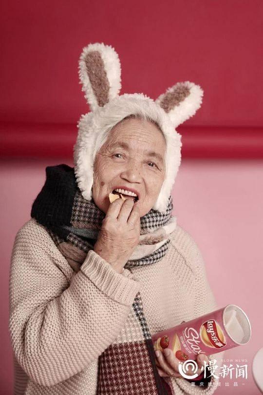 87岁少女系写真 孙女带87岁外婆拍少女系写真 热点 热图4