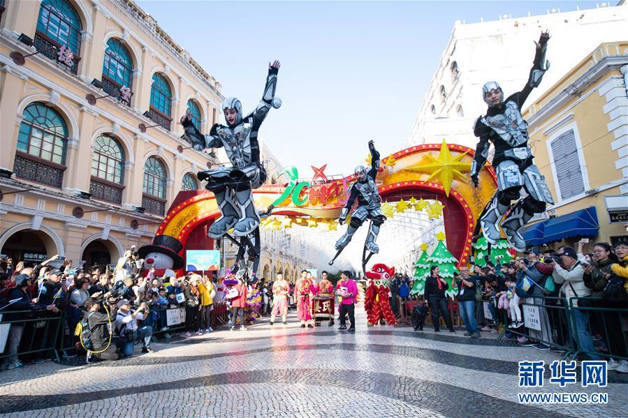 澳门举办国际幻彩大巡游 喜迎回归祖国20周年