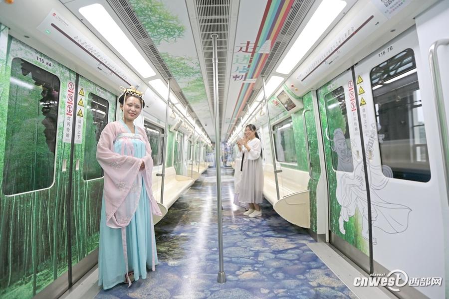 """西安地铁""""走进唐朝""""专列上线 欢迎来到大唐长安"""