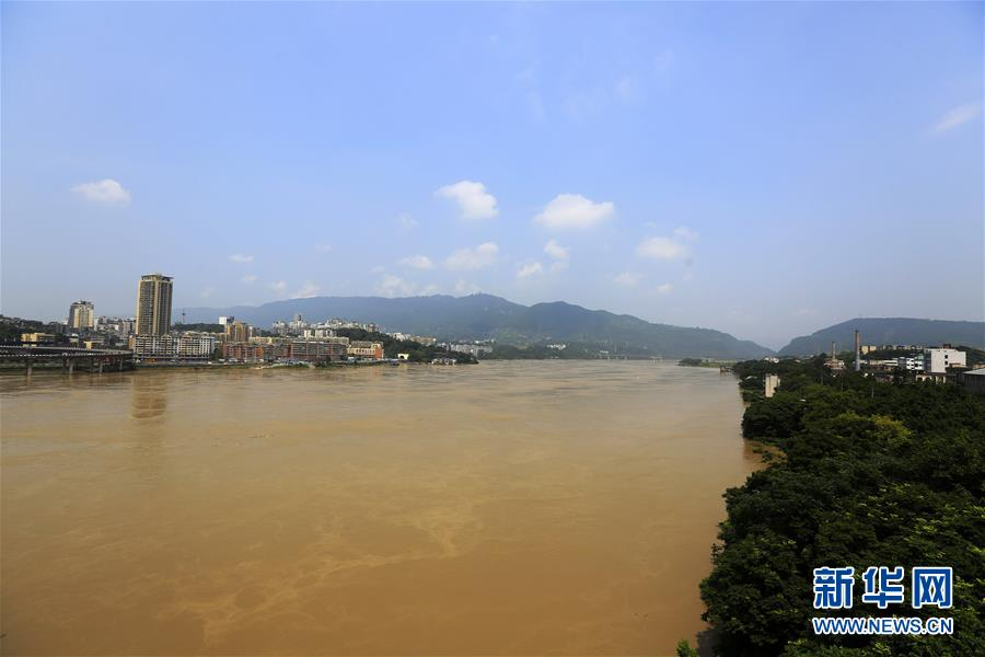 英汉双语新闻_探访贵州熔岩美术馆:窗前就是百米悬崖