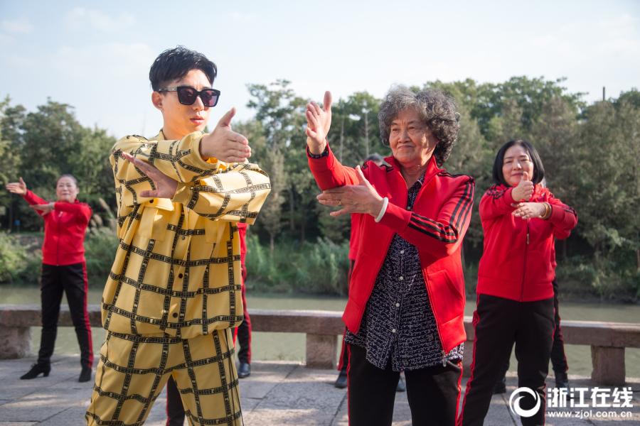 【太阳娱乐集团】中国驻西班牙大使探班武磊:刻苦训练,为国争光!