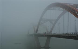 南充大雾锁城入深秋