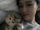 陈乔恩乐被猫咪袭胸